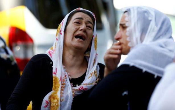 Turkish women mourning