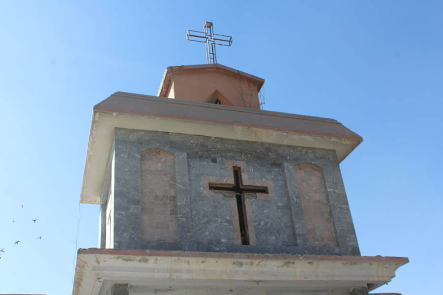 Christians Forced to Remove Cross from Church in Pakistan | Persecution
